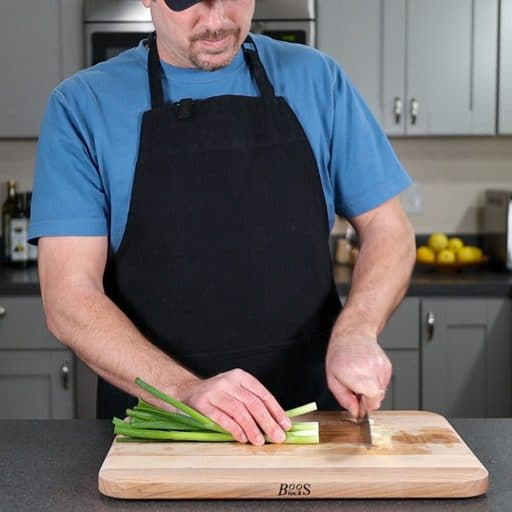 cutting the ends of a green onion