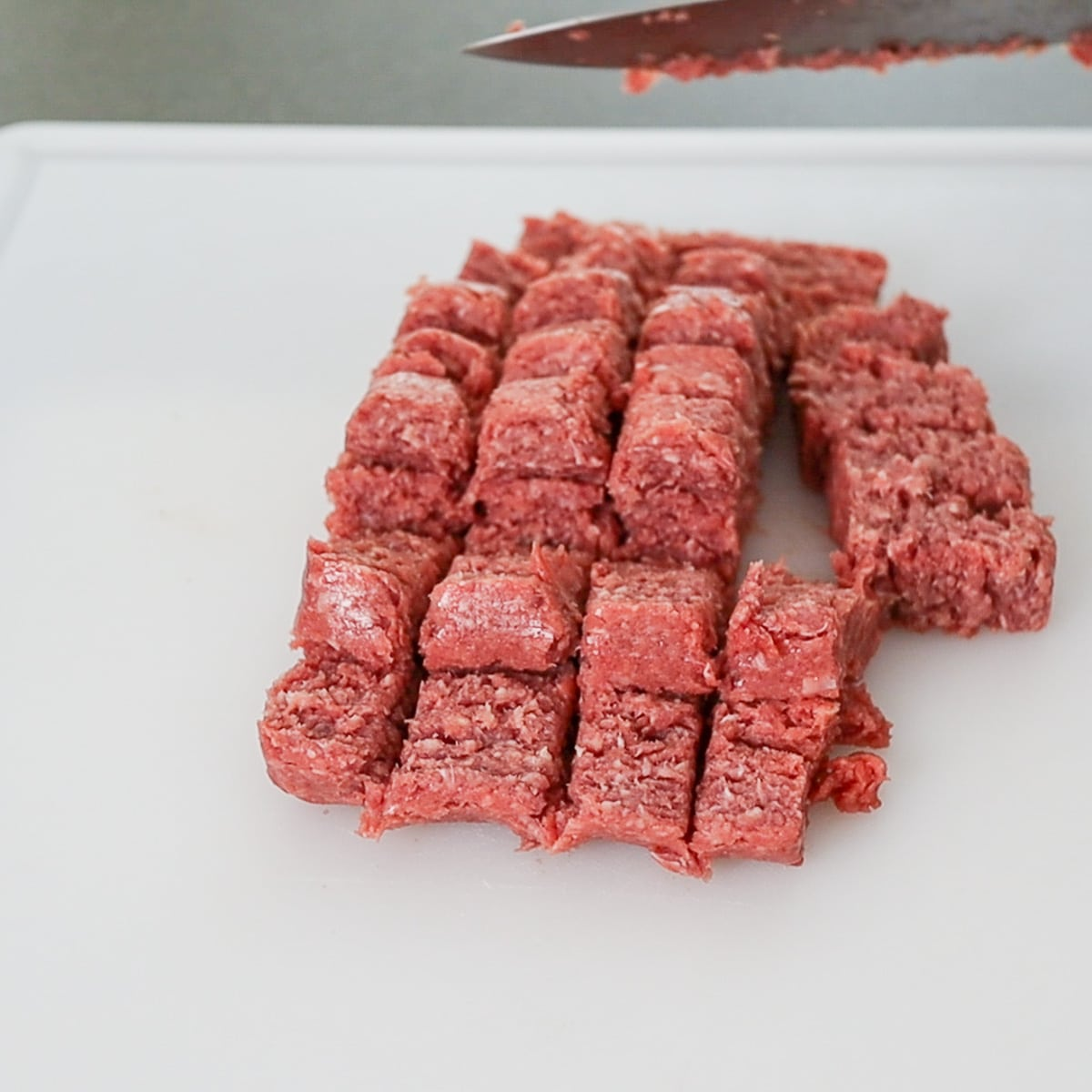 cutting ground beef into 1' pieces