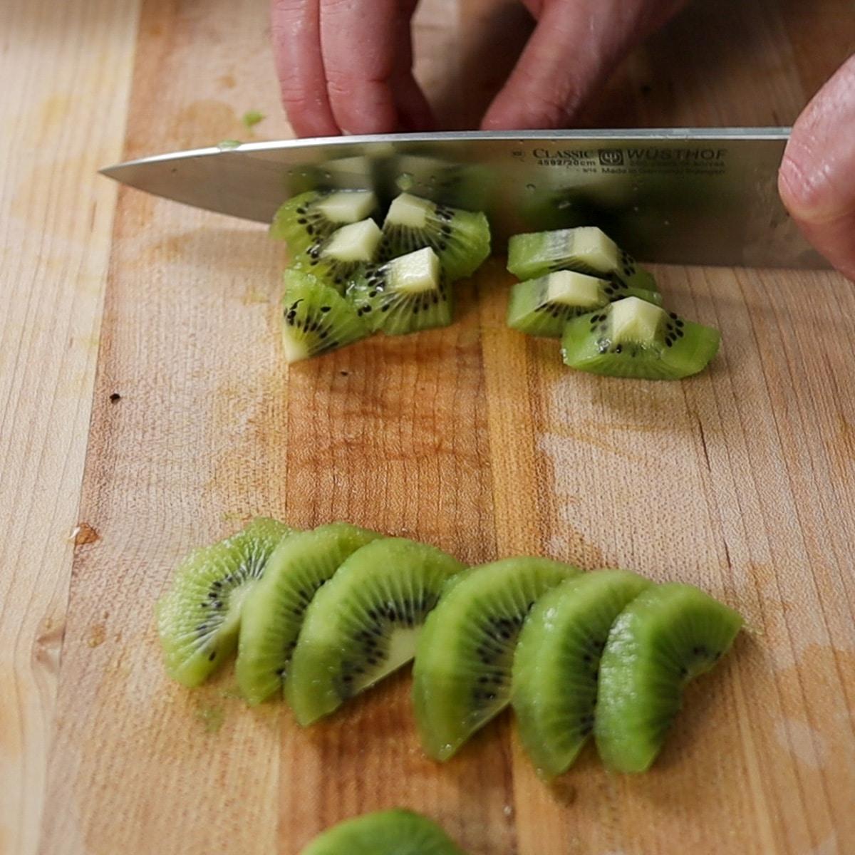 quartering slices of kiwi fruit