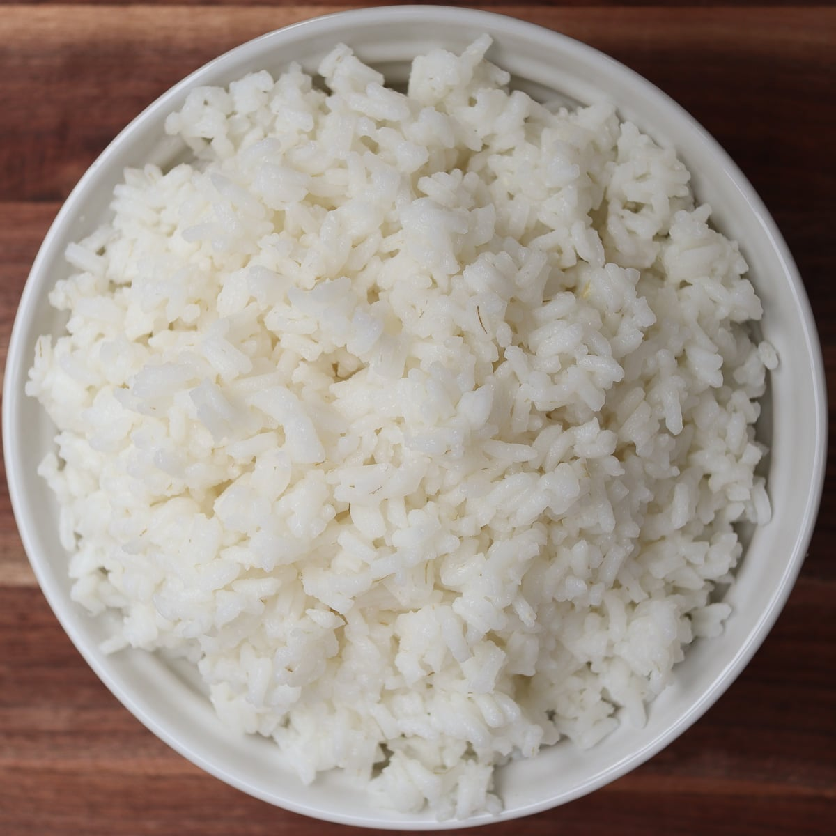 a bowl of cooked whit rice