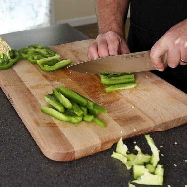 cutting bell pepper slices